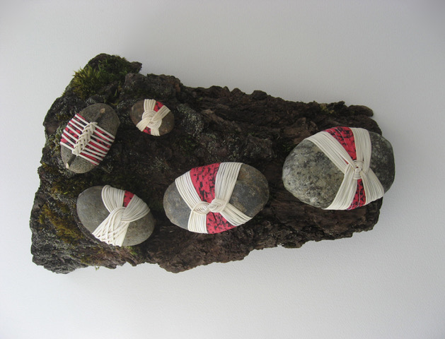 Arlene Ommundsen -wrapped rocks