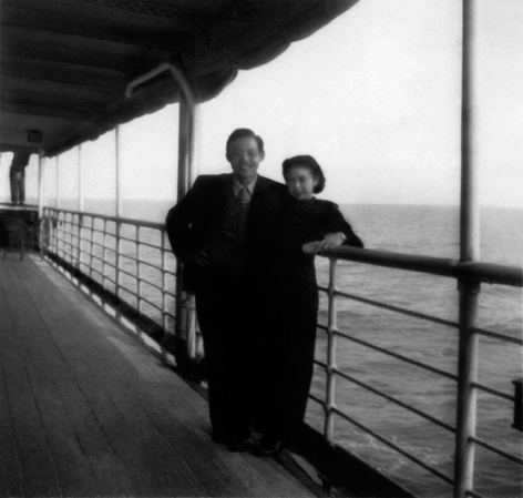 Wth his wife, Lalan, on the ship « André Lebon » leaving for France. All rights reserved.