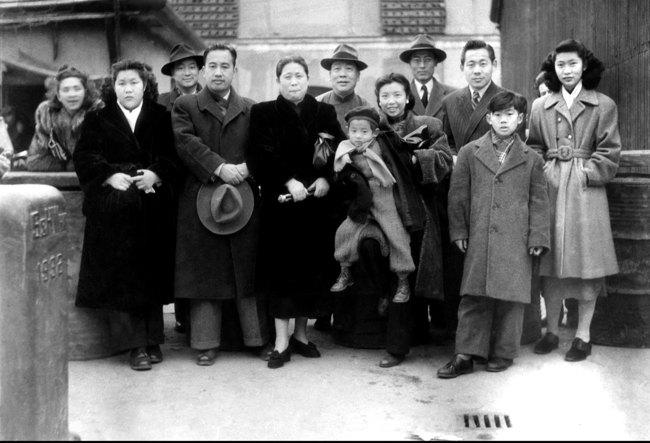 Zao Wou-Ki and all his family at Shanghai harbor before his departure for France on February 26th 1948. All rights reserved