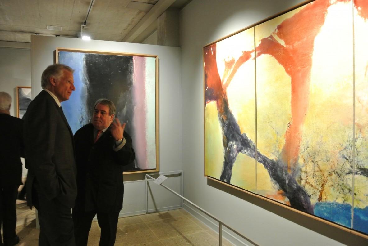 """Daniel Marchesseau tours the exhibition with Dominique de Villepin: behind him """"Hommage à Henri Matisse"""", 1986"""