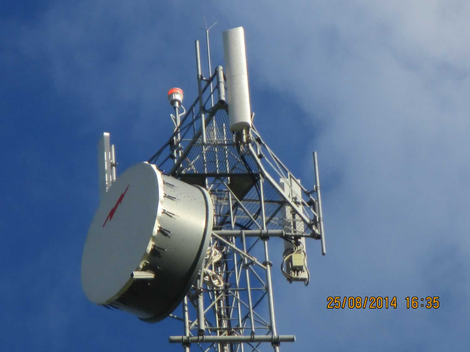 Another communications tower with the Farlight L864-DC flashing away.