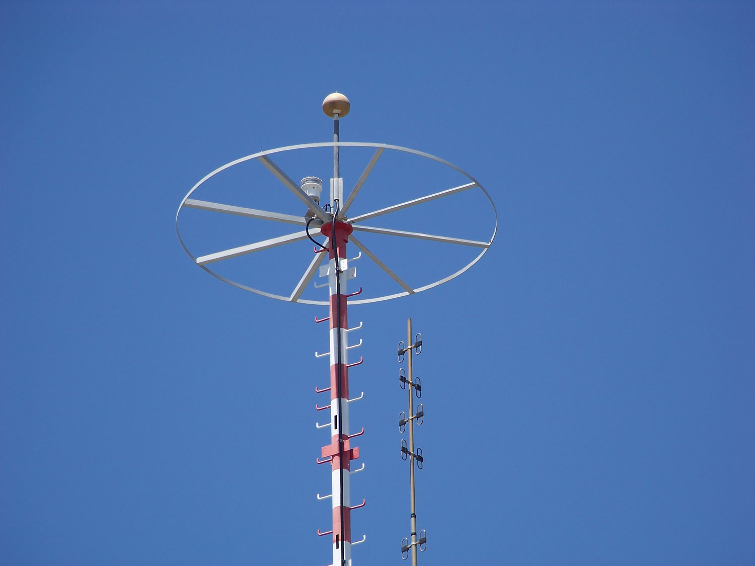 Here we have our famous L864-DC on top of a huge tower pretty high.