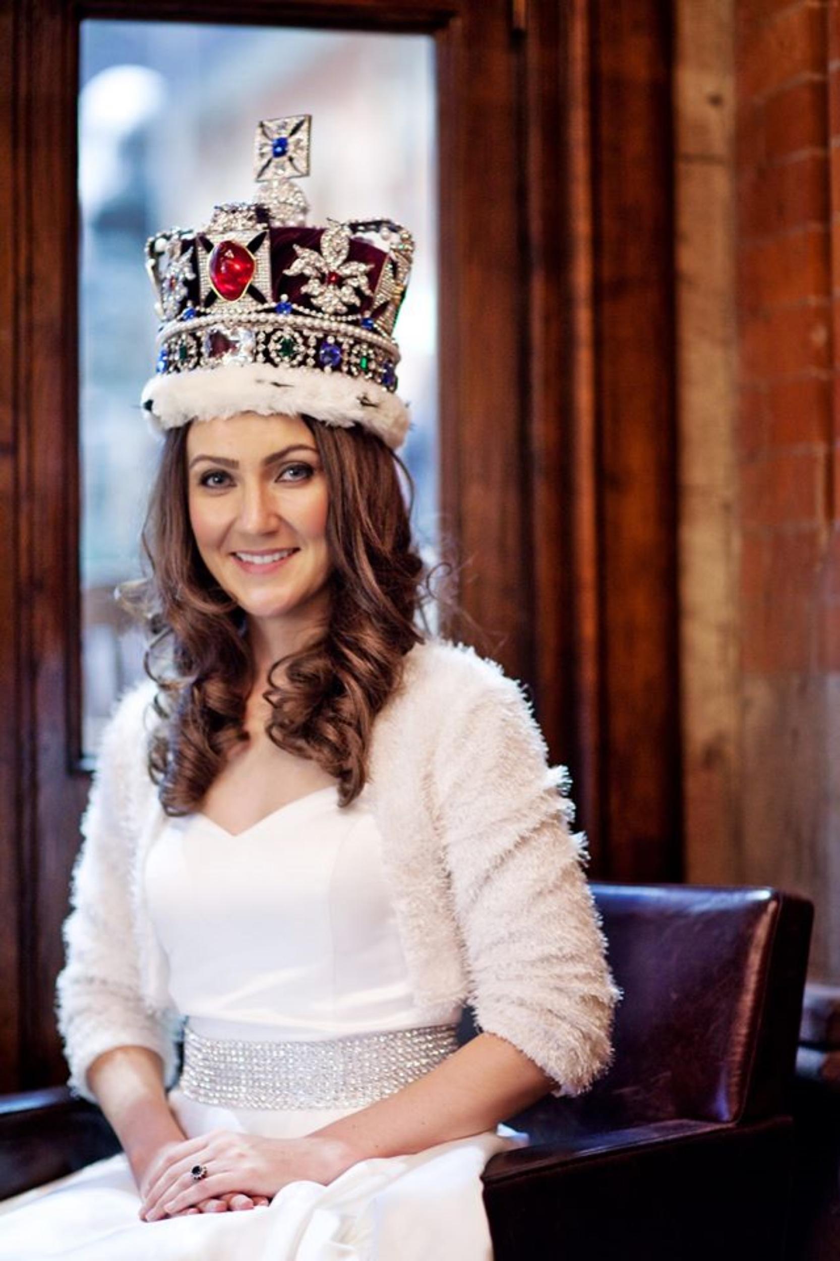 Heidi agan, royal lookalike