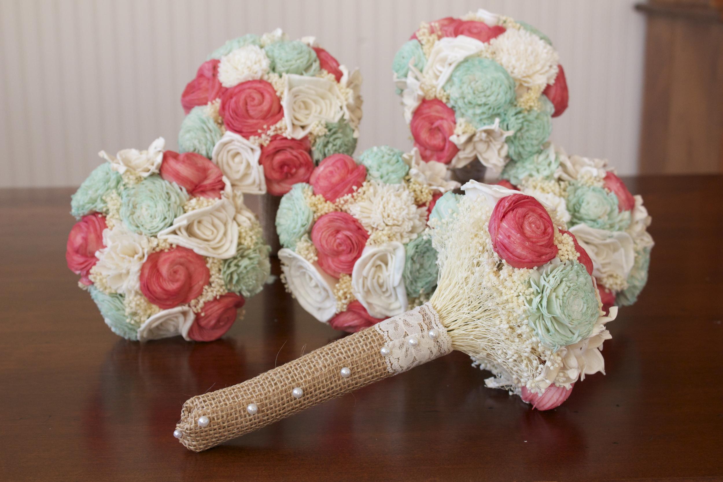 Bridesmaid_bouquets.jpg