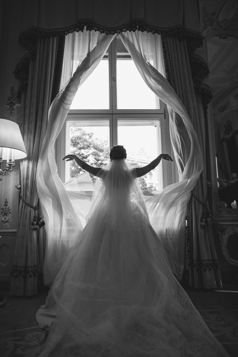 bride-near-window-7REKQYB_sm.jpg