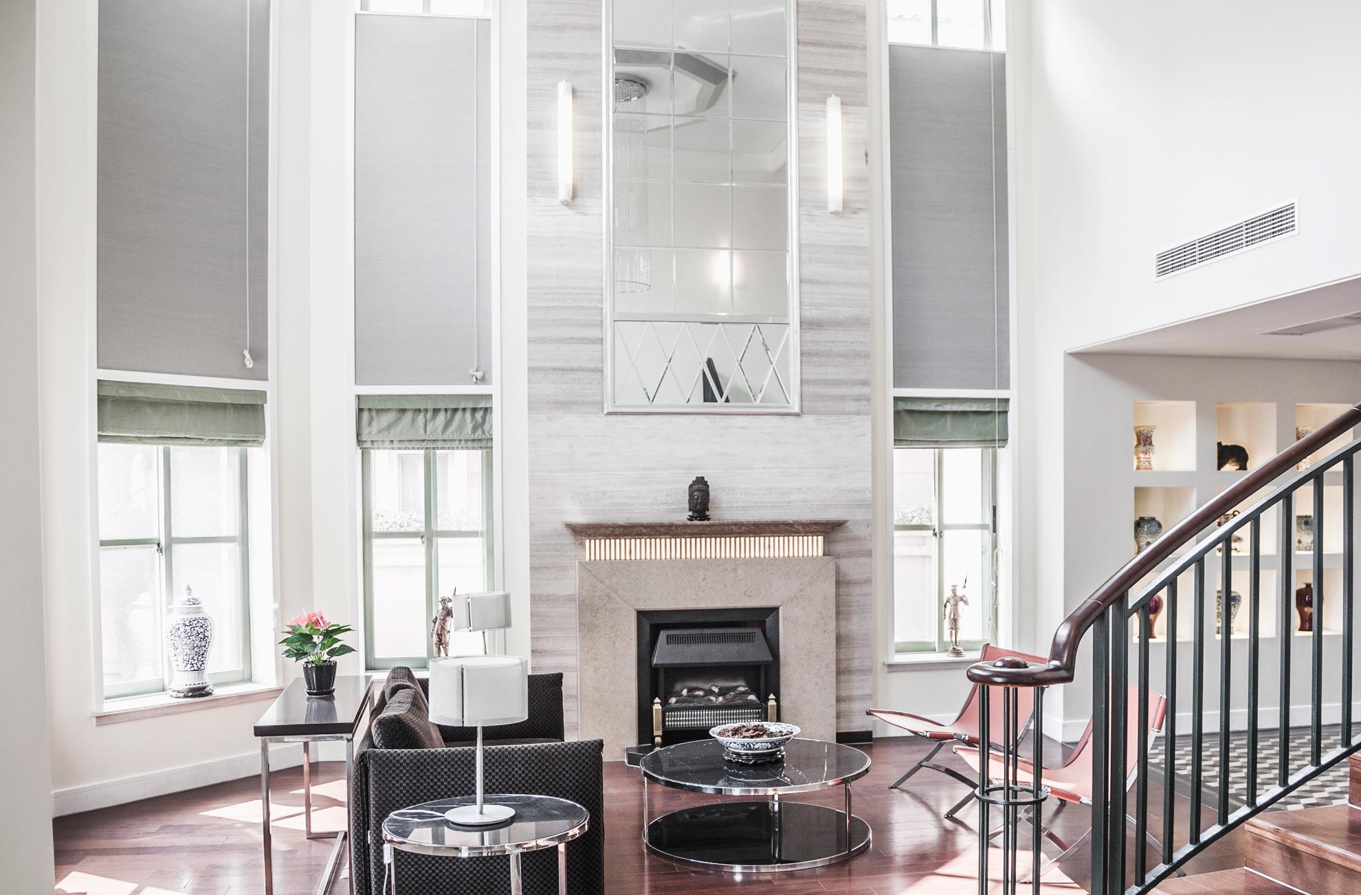 bright-airy-modern-living-room-P5CQP44-sm.jpg