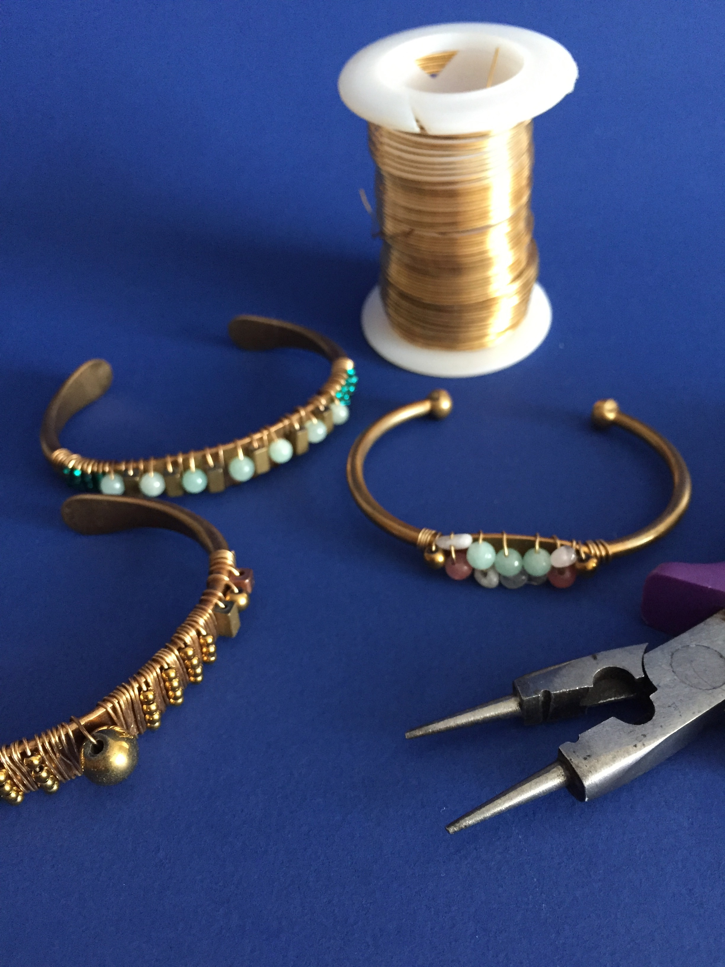 Wire wrapped bracelet brass67.JPG