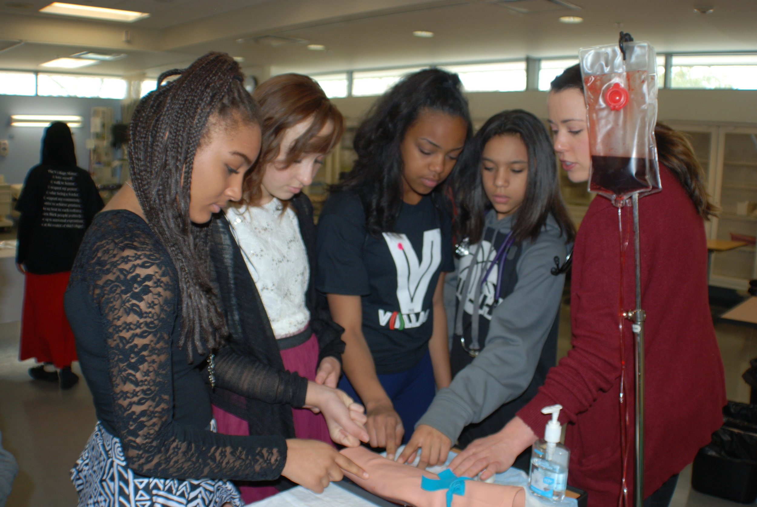 The V(i)llage™ Student participants learning about internal medicine during the Medicine U (2016) event at the University of Utah.