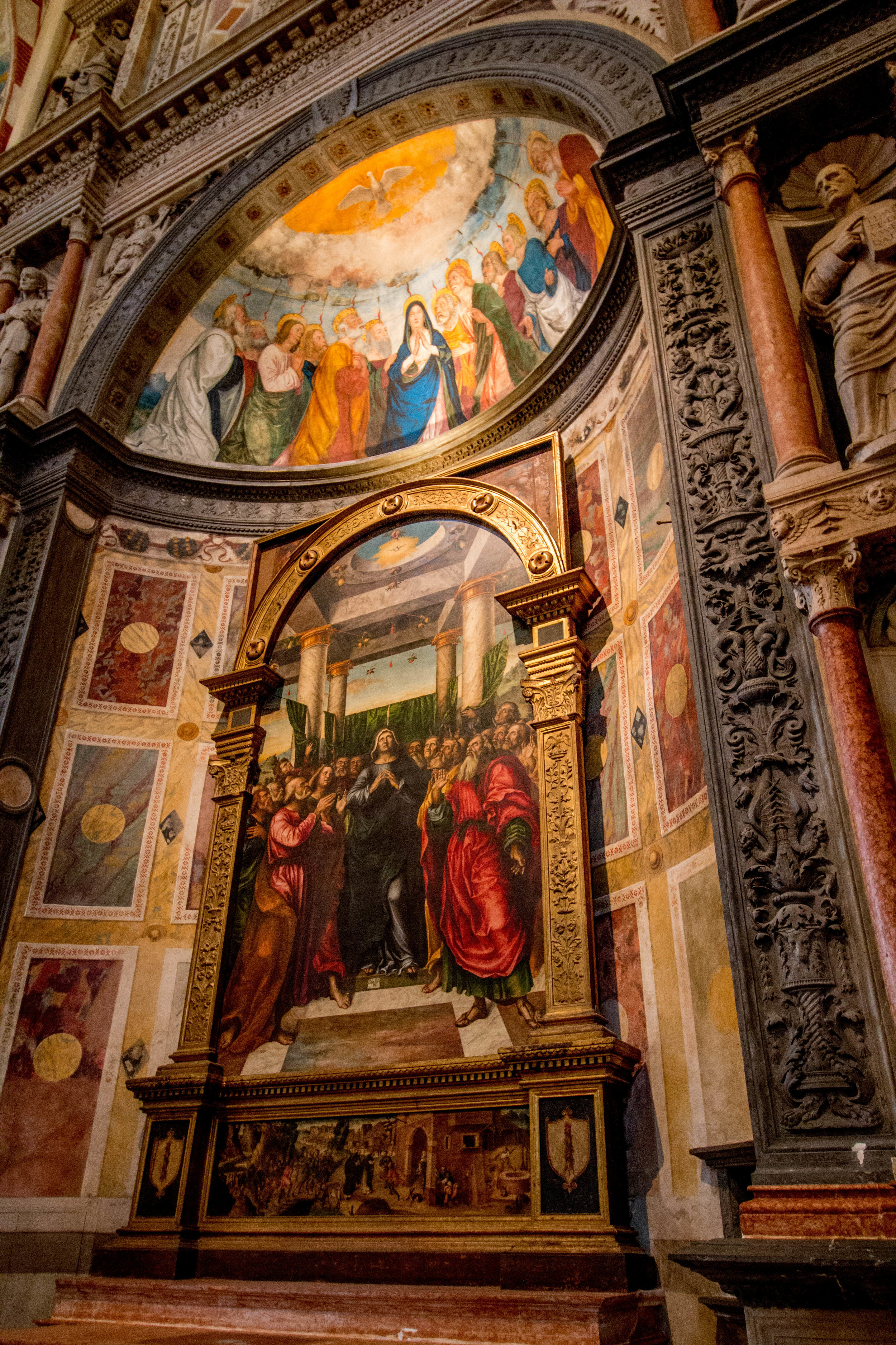 Frescoes, frescoes everywhere!