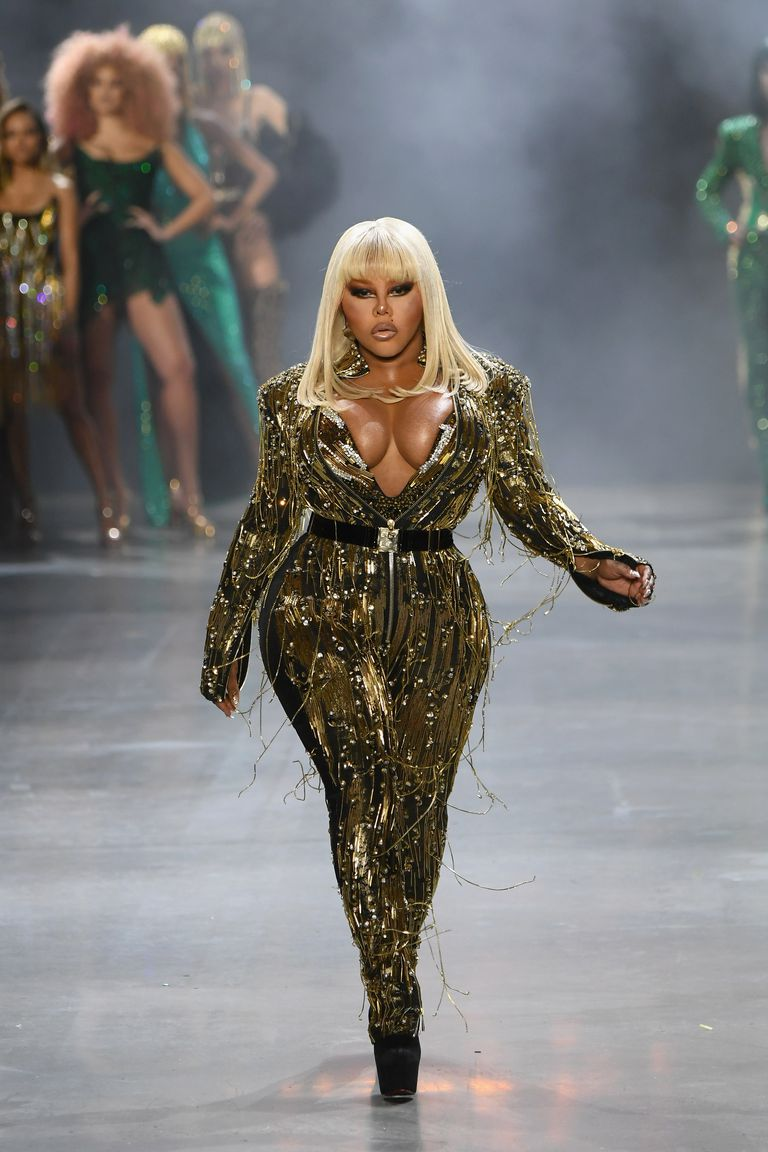 lil-kim-performs-on-the-runway-for-the-the-blonds-fashion-news-photo-1124516184-1550068815.jpg