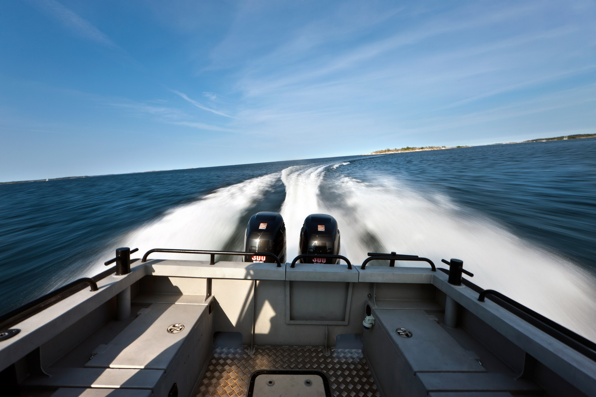 Vector 28 Aft deck at speed.jpg
