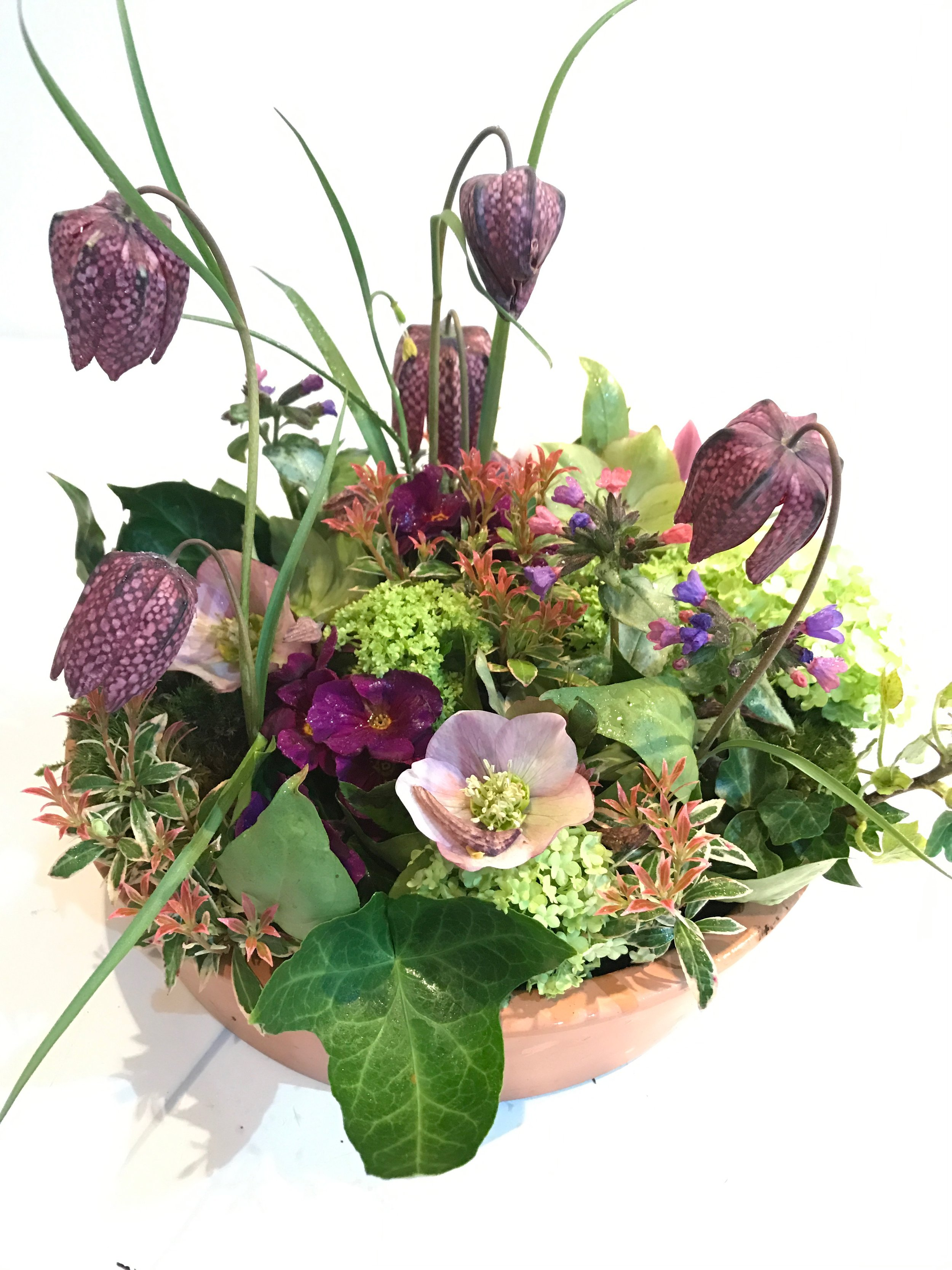 Spring table design -the workshop design will be similar to this; colours and flowers may vary depending availability at the time of ordering.