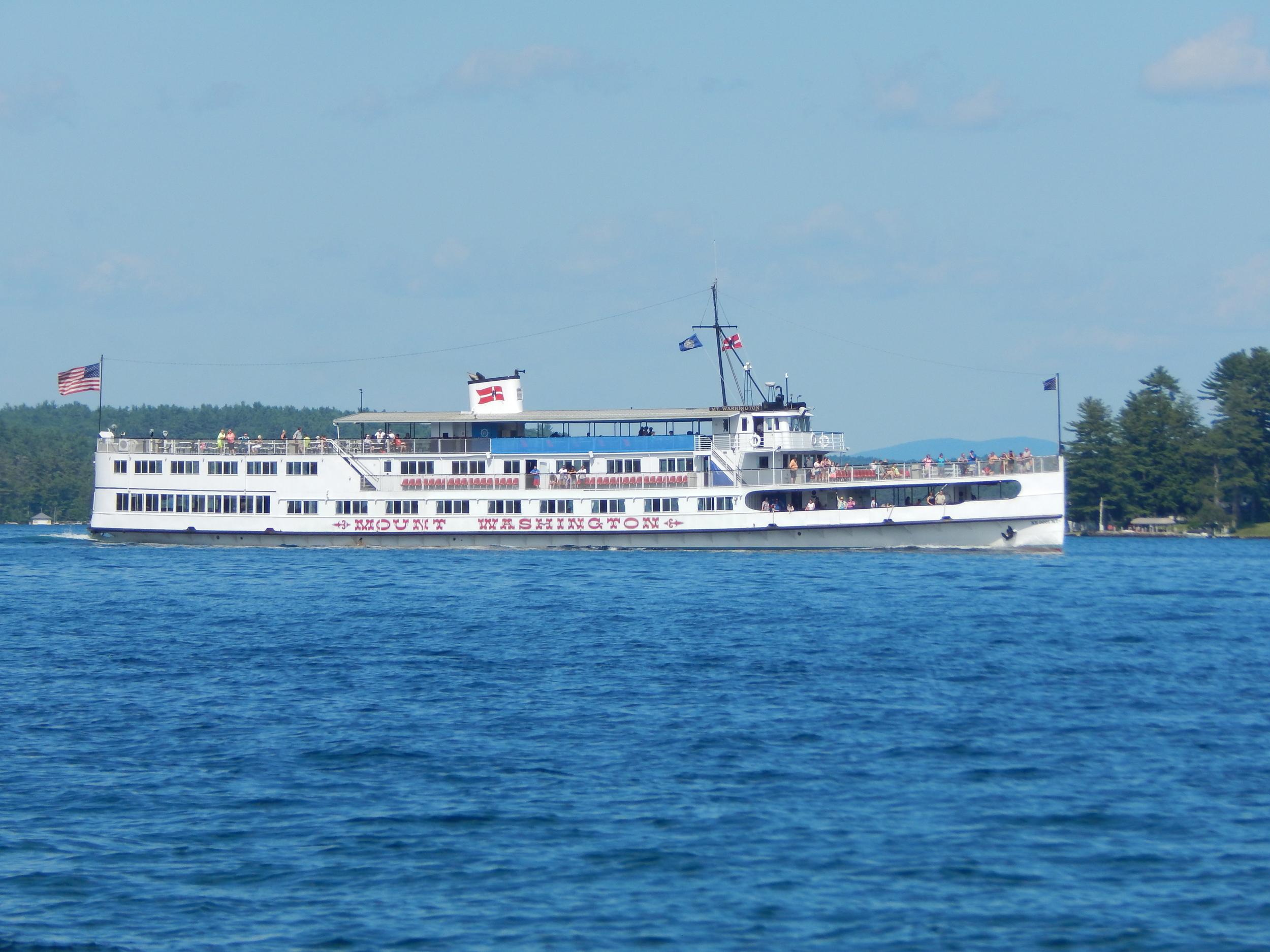 Cruise ships on the lake
