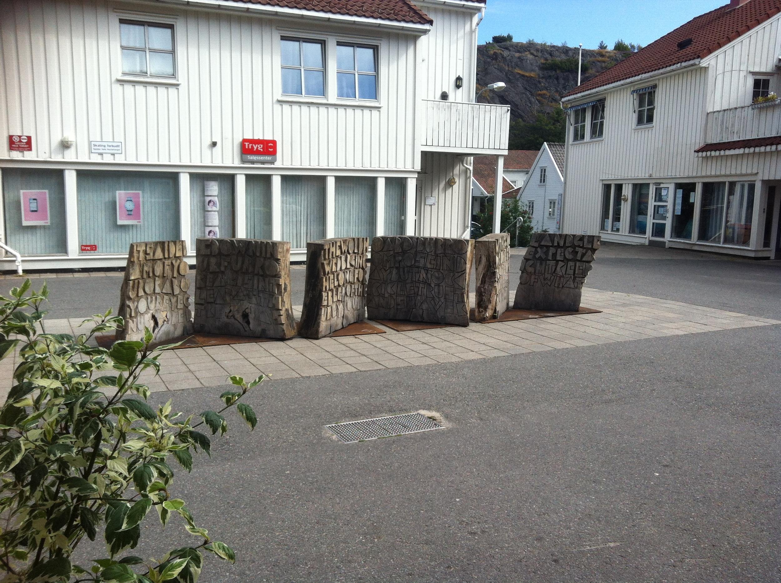 De 7  SCRIPTORIUM  skulpturer blev udstillet på torve og pladser i Grimstad, Norge i sommeren 2012.