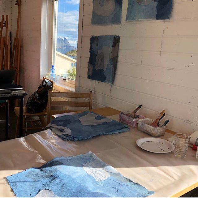 Fin arbeidsplass i atelieret i Kunstnerhuset i Lofoten. #theaandenæs