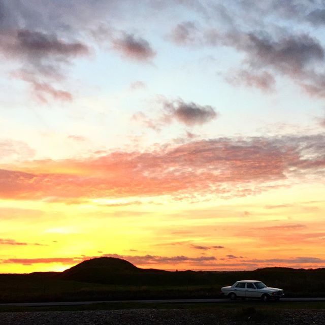 Beautiful walk back to the car after a freezing ocean stroll #mercedes #kent #holidays #backtowork #backtoschool #sandwich #sunset