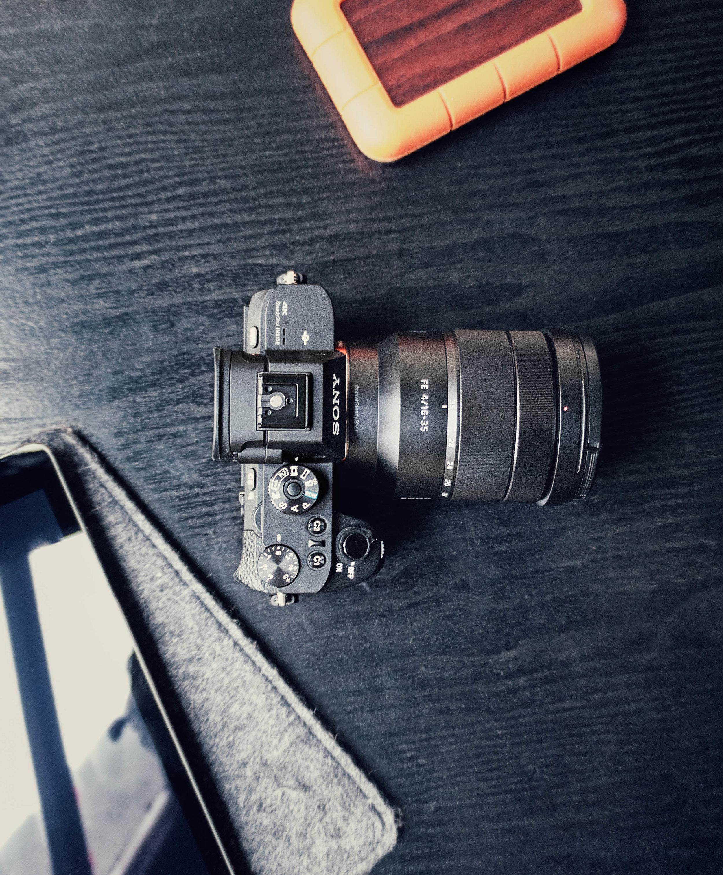 Disque dur, iPad, caméra - Ambiance tech