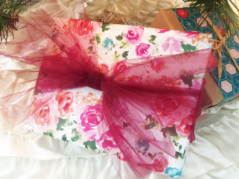 Gift - Wrappig paper and tulle.jpg