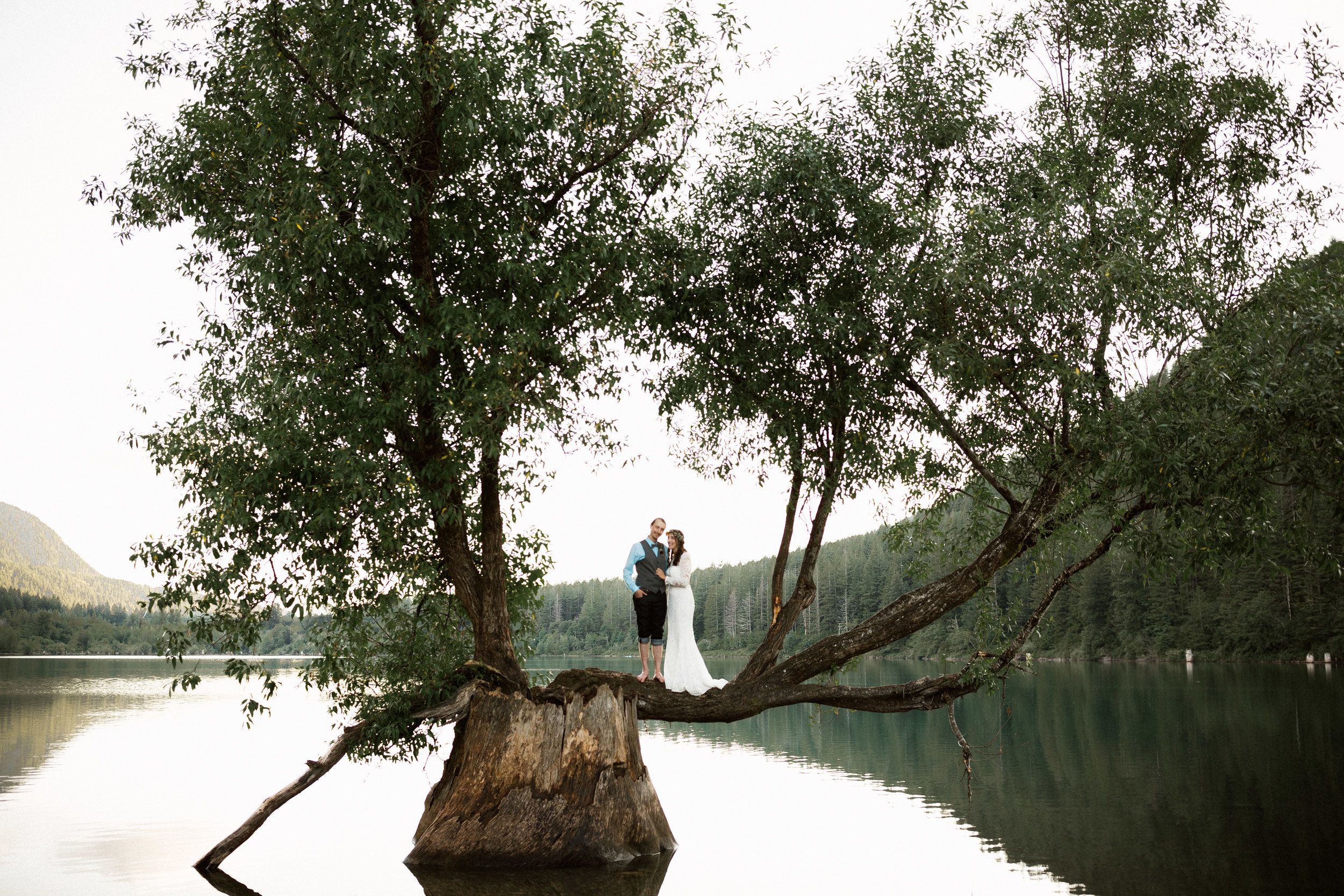Apple Brides Magazine - Simply Sweet Boho Chic Wedding at Rattlesnake Lake
