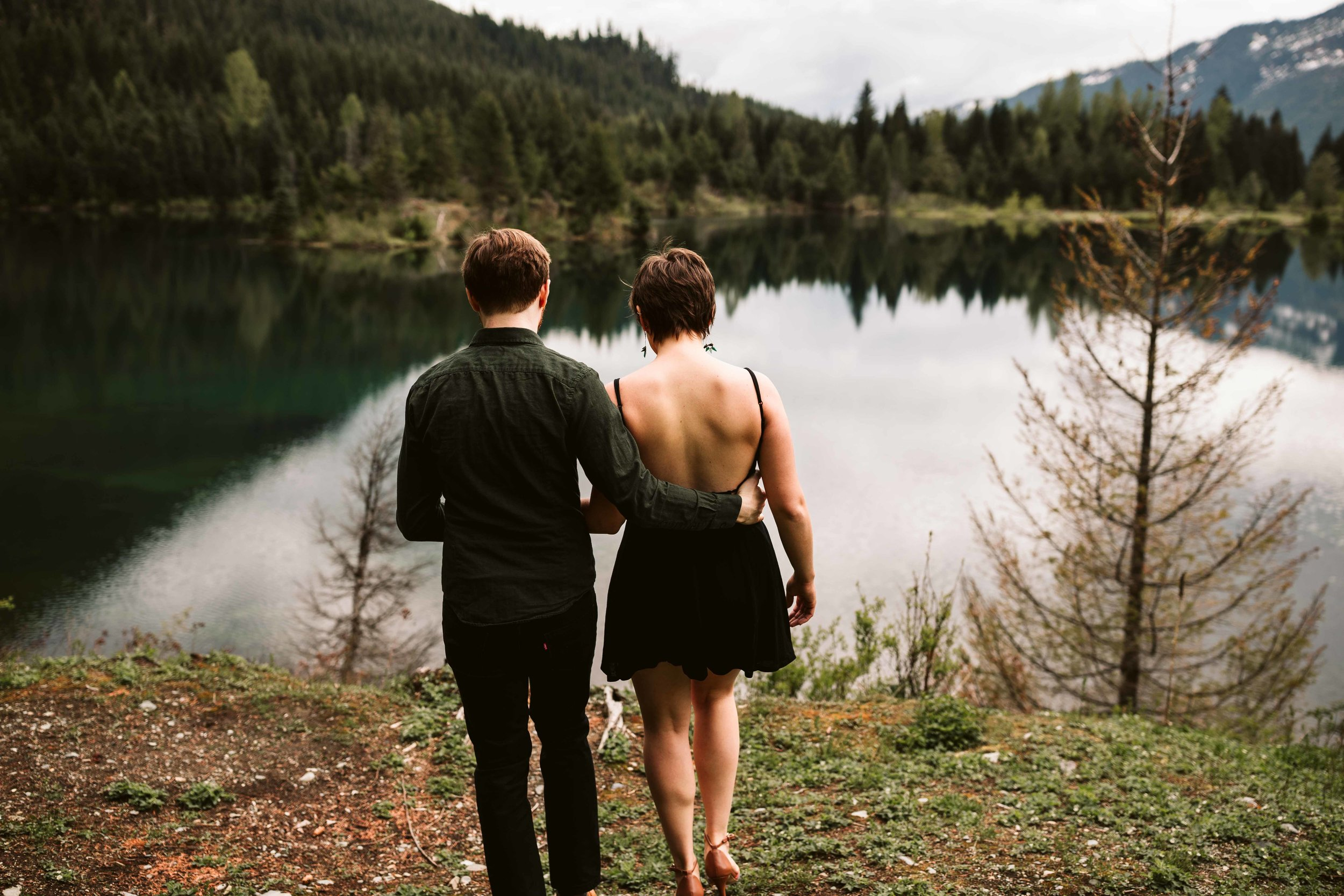 gold-creek-pond-trail-engagement-30.jpg