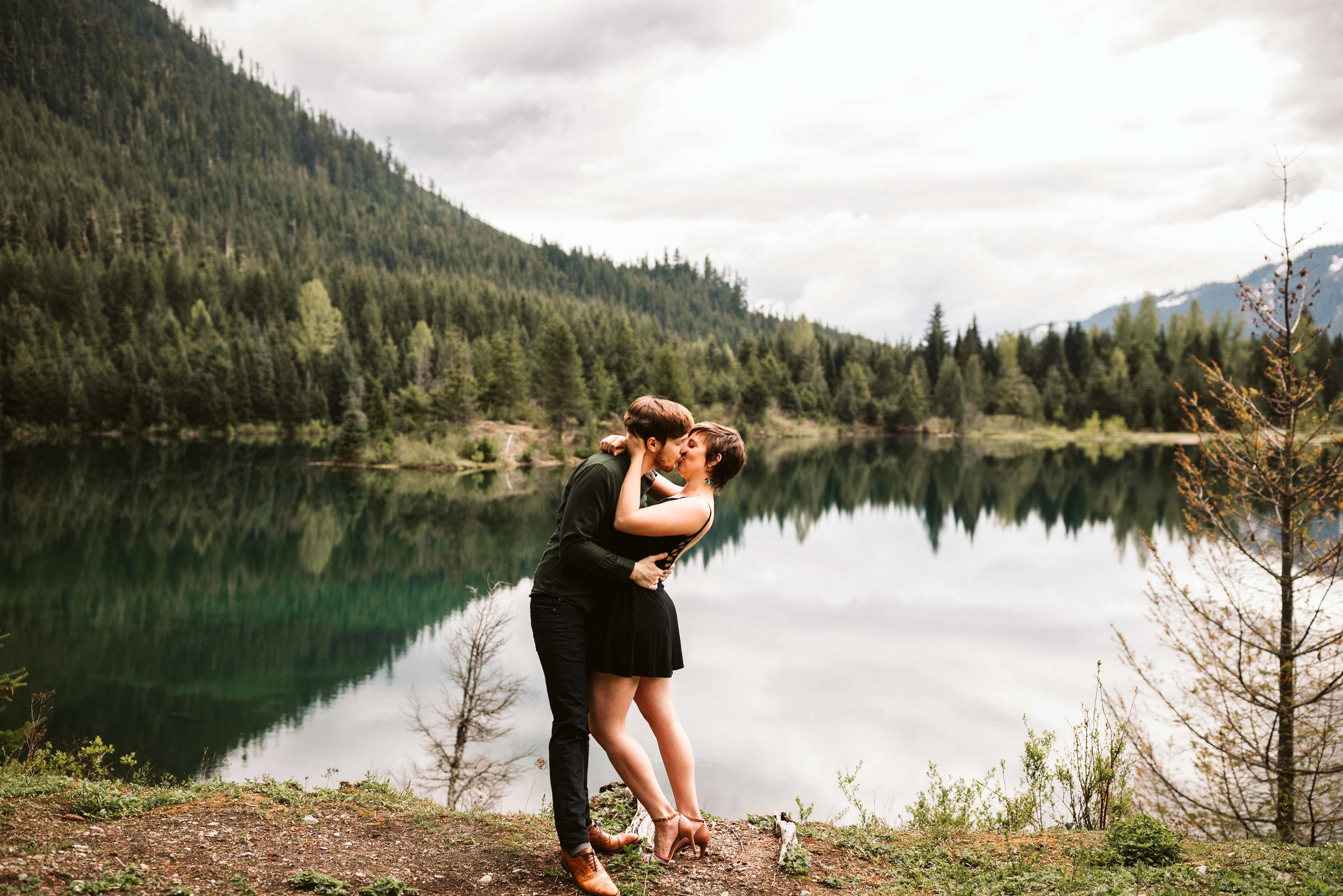 gold-creek-pond-trail-engagement-31.jpg