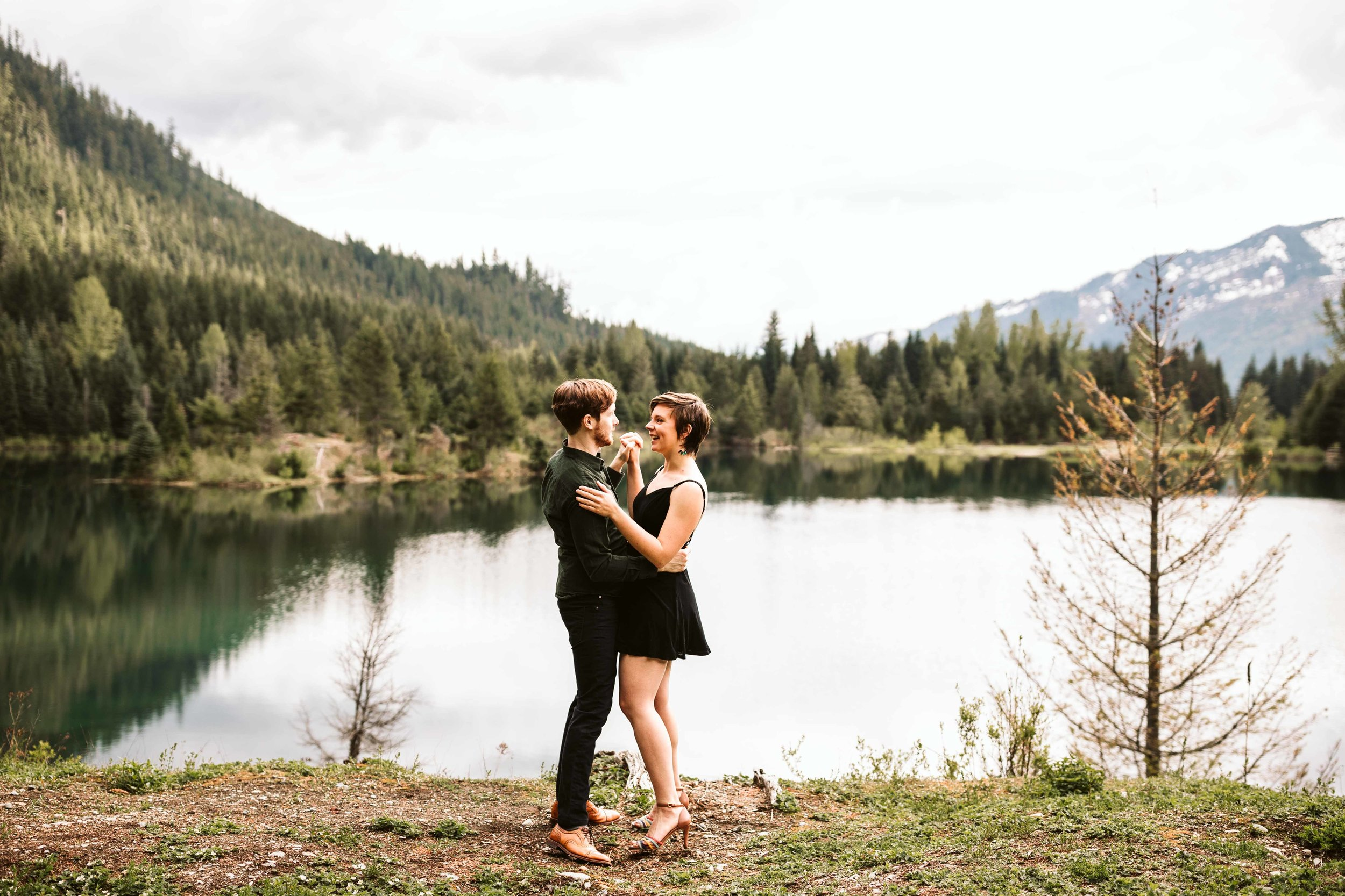 gold-creek-pond-trail-engagement-33.jpg