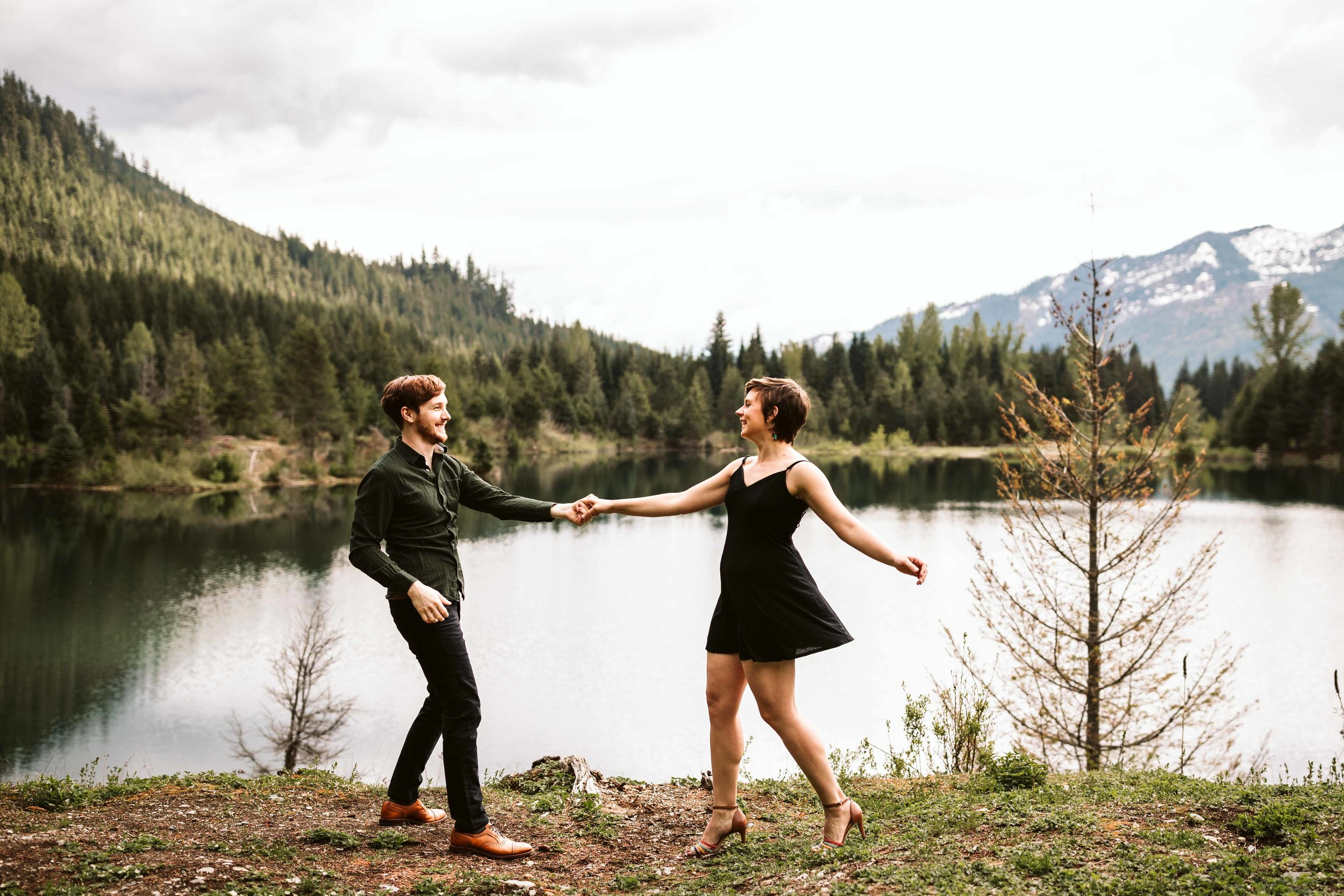 gold-creek-pond-trail-engagement-34.jpg