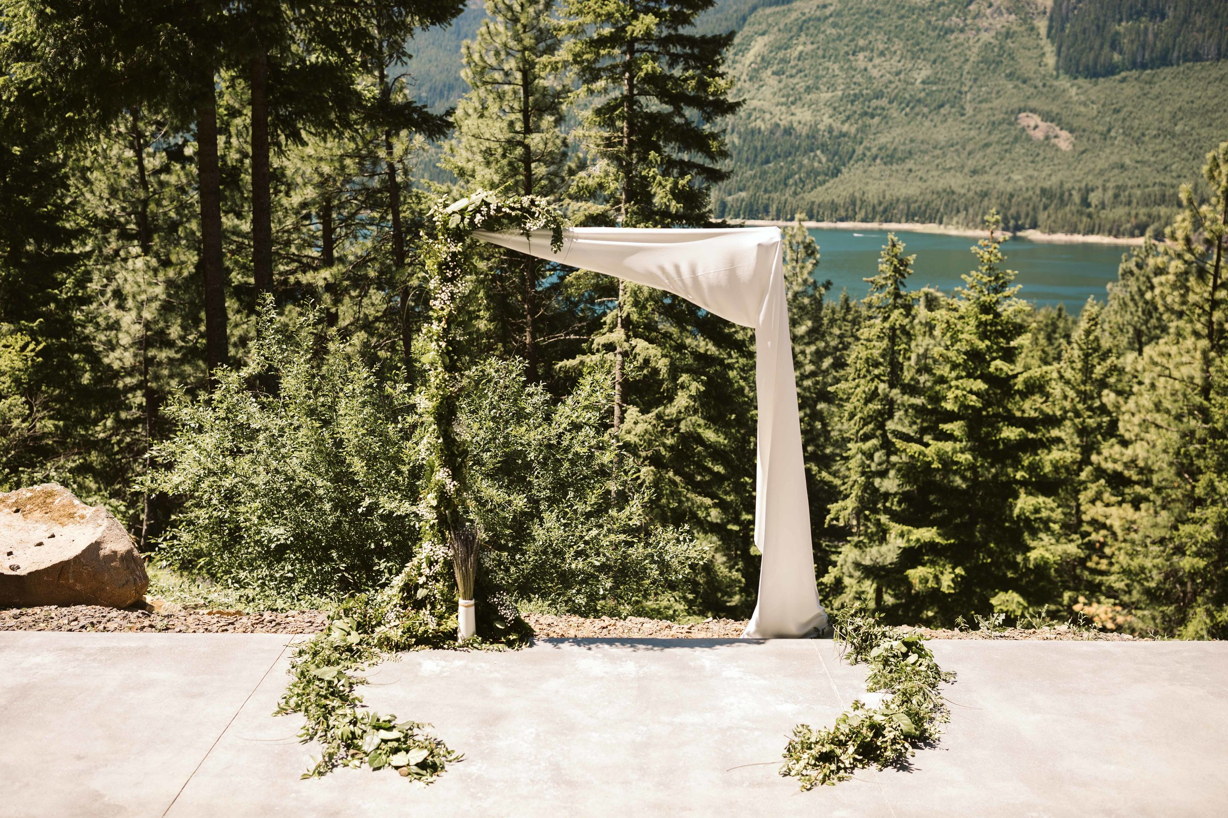 cle-elum-cabin-elopement-7.jpg