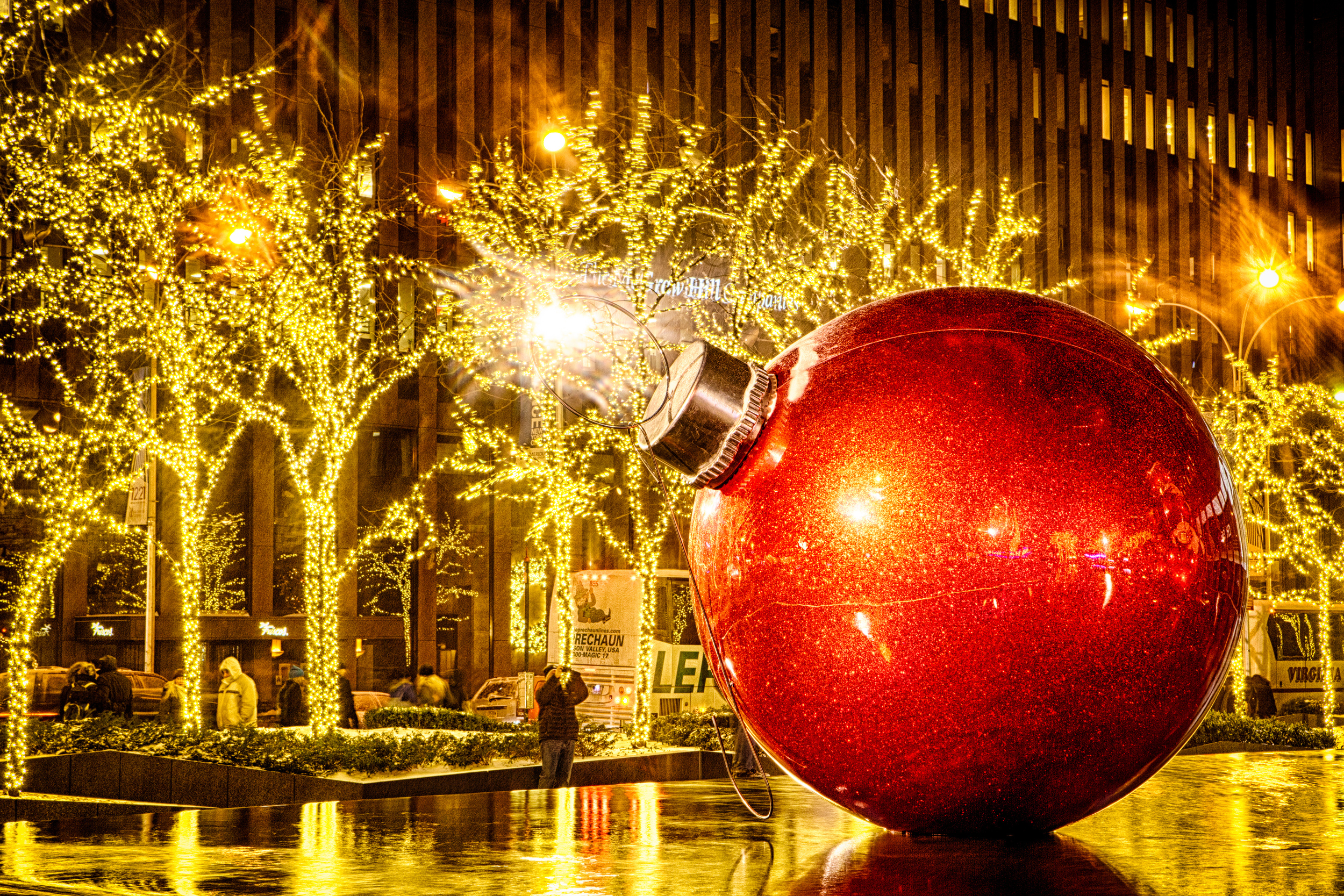 Xmas Ball by Alexandre Trudeau-Dion.jpg