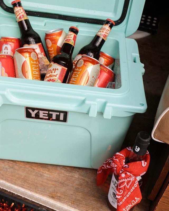 we have an important monday morning question for you: what are you doing to keep your beer cold on game day?! 🍻 enter to win our texas-sized giveaway to elevate your game day tailgate experience!! check out our post on friday + follow the rules to qualify. participants must post on our original post to be valid.🐂🤘🎉 #texassizedgiveaway #vannagram #winbig // 📷 by: @marykathrynferguson