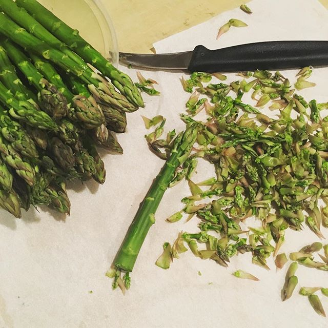 You know it's Spring when... #nibbed #asparagus #spring @family_meal @stinkyfishtales