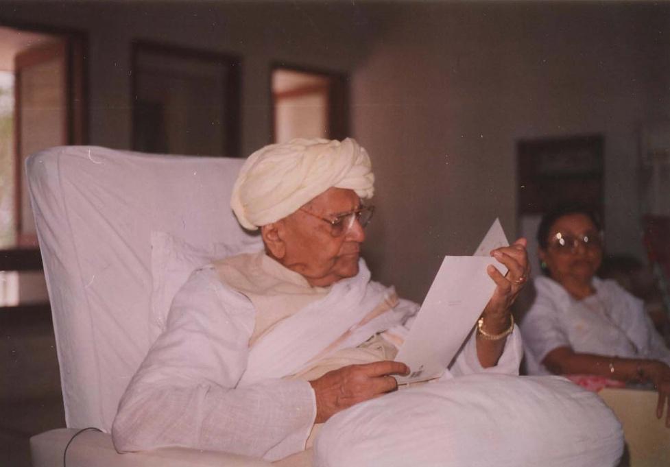 Bapuji doing swadhyay.jpg