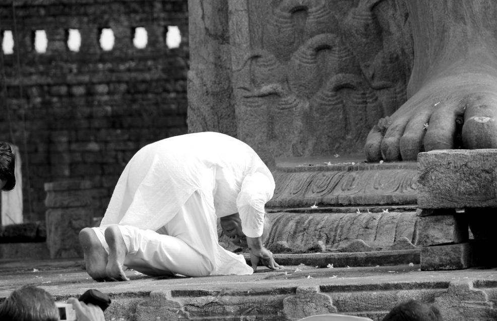 Bhaishree bowing.jpg
