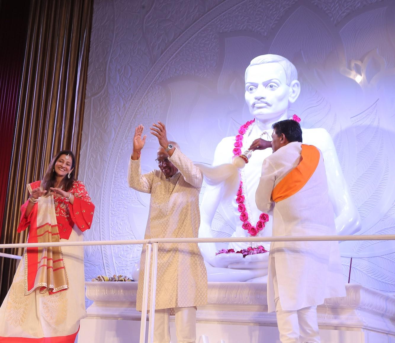 Raj Mandir Pratishtha 1.jpg