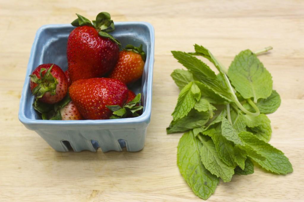 detox spa water strawberry mint lemon lime cucumber 5