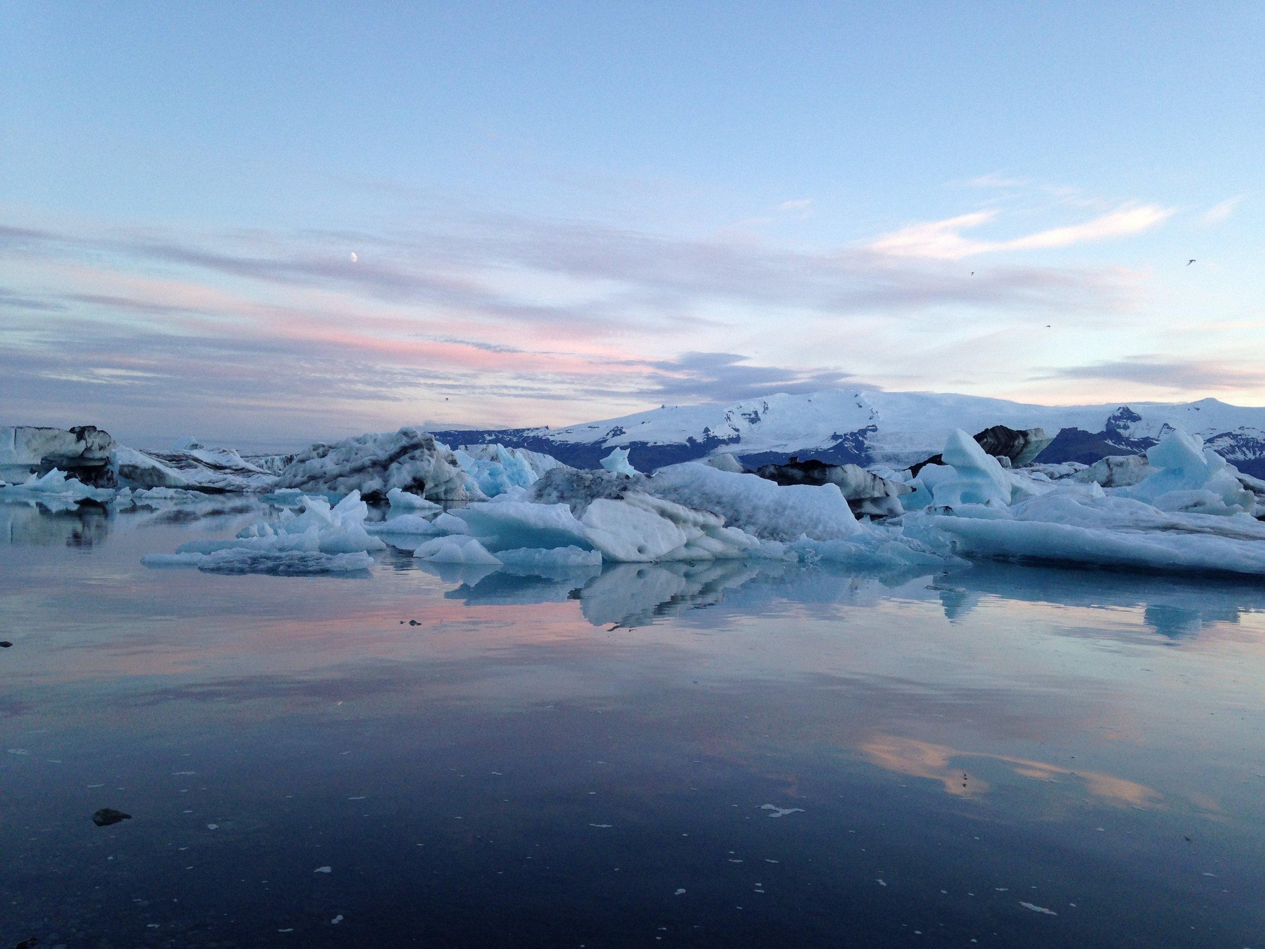 Jökulsárlón Glacier Lagoon at midnight