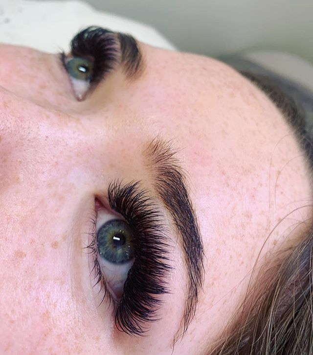 Textured lash fill by moi 🖤 Love the spikey affect on this #skerababes . And how adorable are those freckles! . #studioskera #eyelashextensions #blacklashes #eyelinereffect #kimklashes #skeralashes #yycbeauty #airdriebeauty #airdrielashes #yyclashes