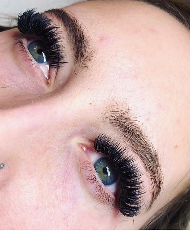 Jenna girl, you rock my world! #lashfam #studioskera is where it's at ladies!  Can I just brag on my girl, she is killing it! . . #airdrielashes #yyclashes #skeralashes #eyelashextensions #yycbeauty #yyclivjng #airdriebeauty #airdriemoms #airdrieliving #airdriebusiness #blacklashes #eyelinereffect