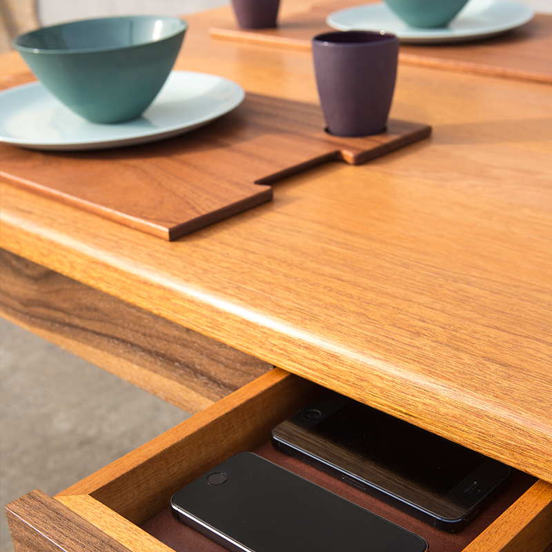 QUIXET Table<a href=/quixet>→</a><strong>Dining without distraction.</strong>