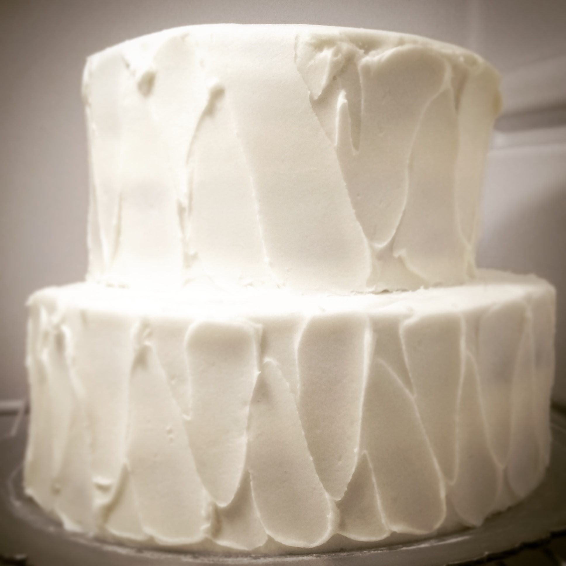 Cake showing swooped finished icing with no border