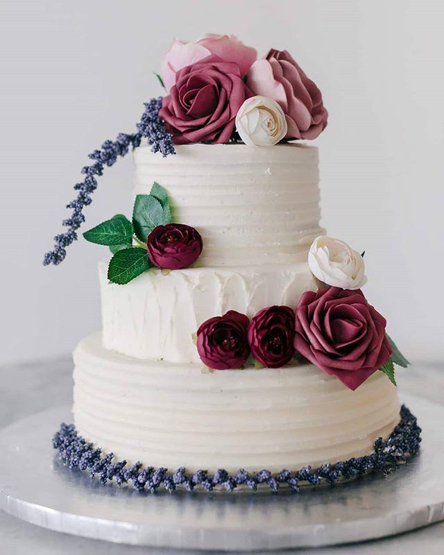 Texted buttercream wedding cake  #chicagocustomcakes #weddingdesserts #wedding #weddingcake #weddingcakes #cake #chicagobakery #engaged #weddingplanning #weddingday #bridetobe #bride #buttercream #buttercreamweddingcake #chocolate #instacakes #cakesofinstagram #letsgetmarried #couple #boho #bohostyle #bohemian #weddingstyle #texture #feels #roses  Venue: @rm1520 Photographer: @janetdphotography Floral Installations: @glamourinbloom Cake: @chicagocustomcakes Linens: @fslinens Makeup Artist: @giselledozierartistry Stationery: @toochiclittleshab Hair: @mavenbymaggie Dresses: @vanessasmodernbride Groom's Suit: @thegroomsmansuit Bride: @anetkalacek
