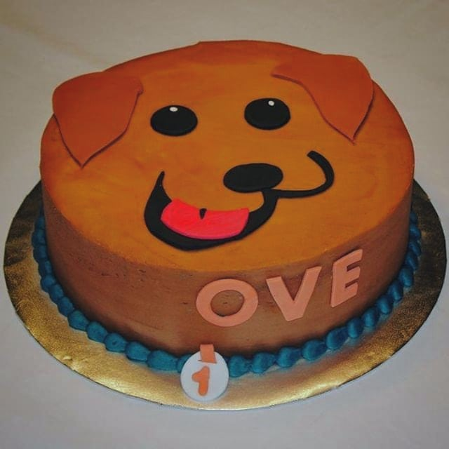 It's national dog day!  #chicagocustomcakes #nationaldogday #dog #dogday #dogsofinstagram #instadog #instapet #petsofinstagram #doggy #mansbestfriend #puppy #cake #cakesofinstagram #instacakes #instafood #lovedogs #partydog #dogcake #chicagobakery #pets #chicagopets #Monday #awww #ruff #bowwow