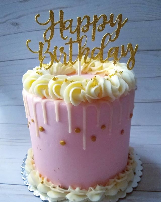Happy Birthday!  #chicagocustomcakes #cake #birthday #birthdaycake #vanilla #gold #pink #confetti #shine #sparkle #dripcake #cakesofinstagram #instafood #instacakes #wednesday #pic #foodpic #buttercream #desserts #happybirthday #chicagobakery #chicagobaker #letsparty #inspo #party #partyplanning #partying #partyinspo #haveaslice