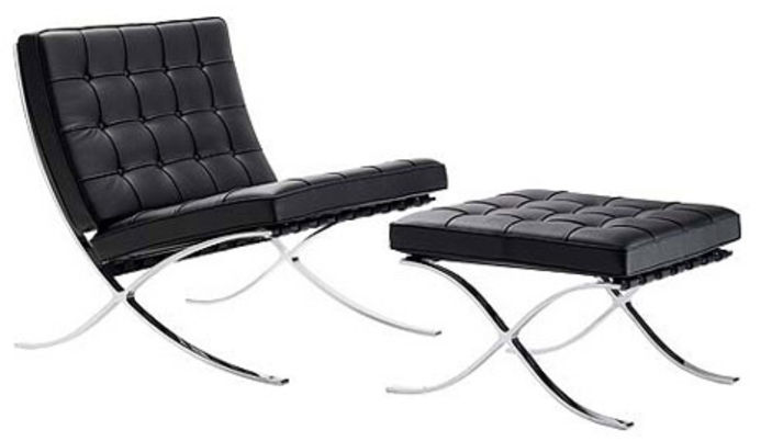 The Iconic Barcelona Chair by architect Ludwig Mies van der Rohe. The focus is on the simple structure and beautiful silhouette.  La silla Barcelona, del arquitecto Mies van der Rohe. El acierto de este diseño es su sencilla estructura y silueta.