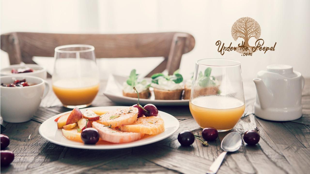 Breakfast-that-boost-metabolism-omega3-eggs-fruits