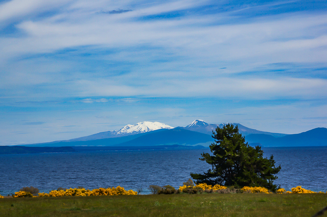 Lake Taupo with 'Mt Doom'/Mt Ngauruhoe (right of centre) and a snow-capped Mt Ruapehu