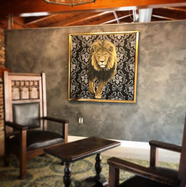Cecil has found his fur-ever home where he will watch over his new pride. #tada #lettadacreatetheworldyoulivein  Walls done in @firenzecolor by @tada_artists for the purrfect backdrop. Gold frame by @four_corners_framing 🧡🖤🦁🎨 Painted by @mfs_artist  #cecilthelion #cecilandthedentist #protectafricanlions #portraitpainting #artistlife #venetianplaster #graywalls #mancave #tadaartist #art #animalart #lovealllivingthings #artistsoninstagram #fineart