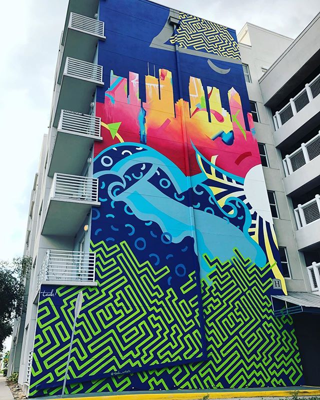 DONE! Six days, team of four, one five story wall. 🎨💙🌃 Have a great weekend everyone. Get out and play in our great #cityoftampa  #tampaartscene #citymurals #fineartmurals #tampaflorida #tada #tampamurals #cityskyline #geometricart #abstractart #graphicdesign #alwayshandpaint #beyourownspotlight #pattern #allthewayup #urbanart