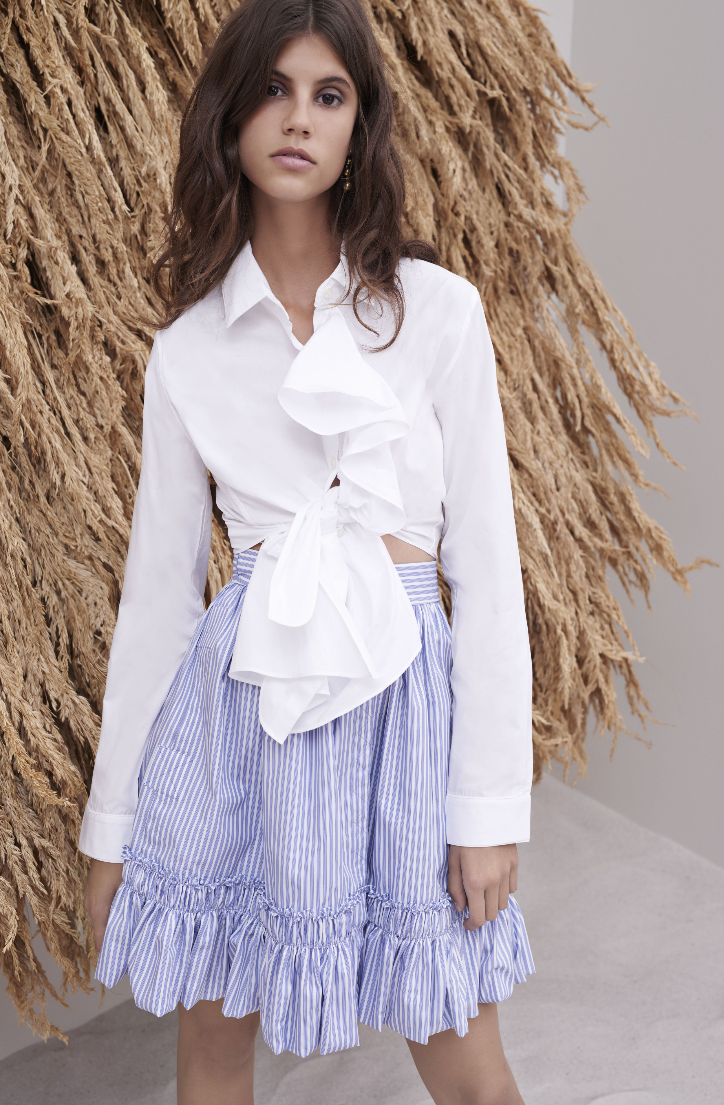 +98_BlueSkirt_WhiteRuffle_Blouse_2061.jpg