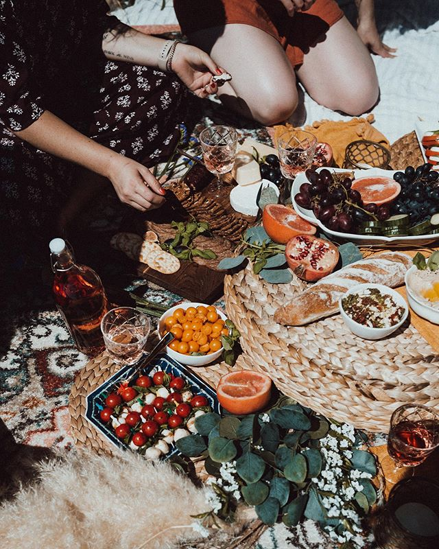 Daydreaming of another beach picnic!! Goals for tomorrow. Also, I need some sunshine. I've been cooped up binge-watching Veronica Mars (only took me 15 years) but i love it so much.